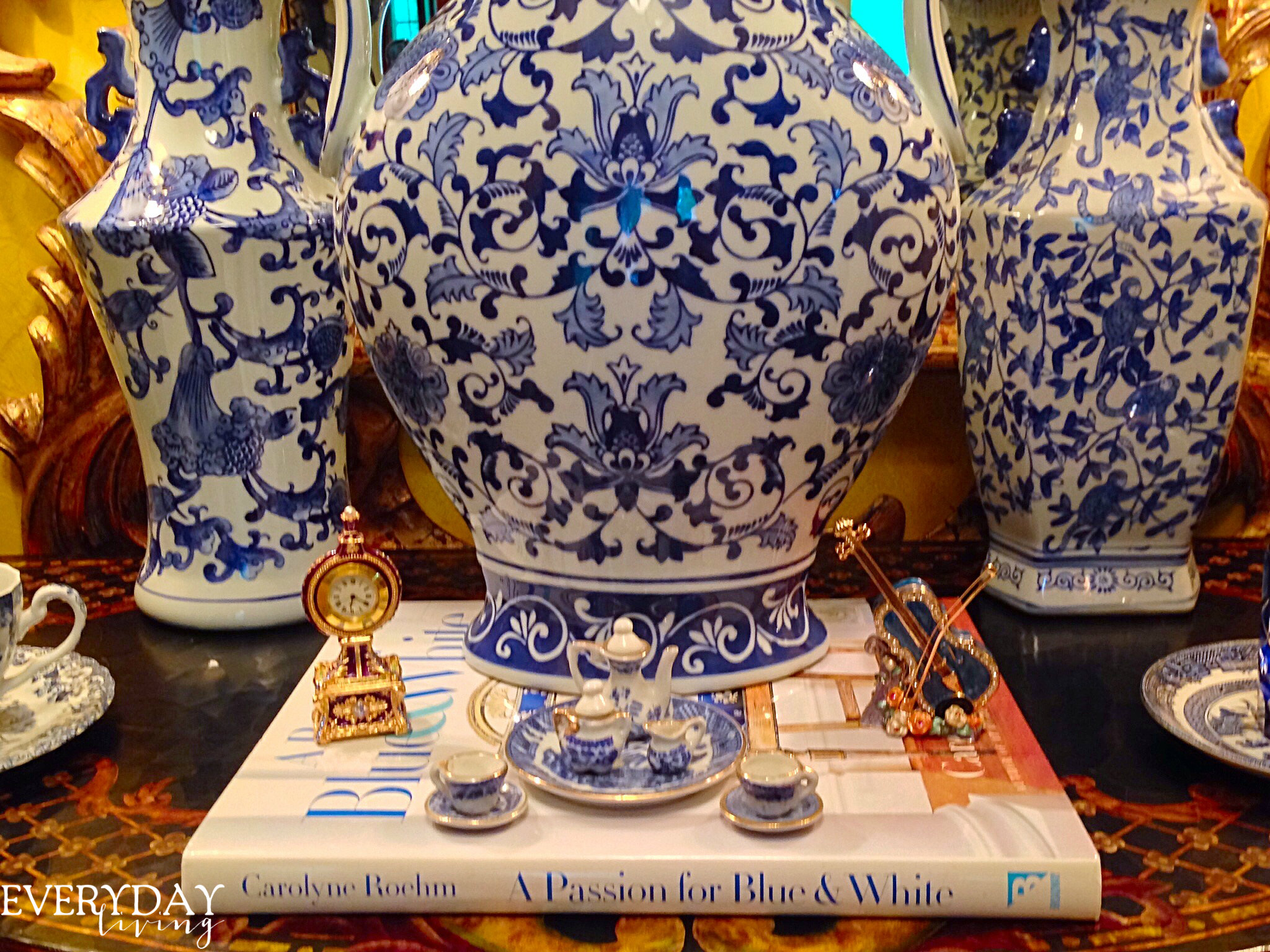 A blue white delight carolyne roehms book a passion for blue and white was the perfect choice to use as the foundation for a small vignette reviewsmspy