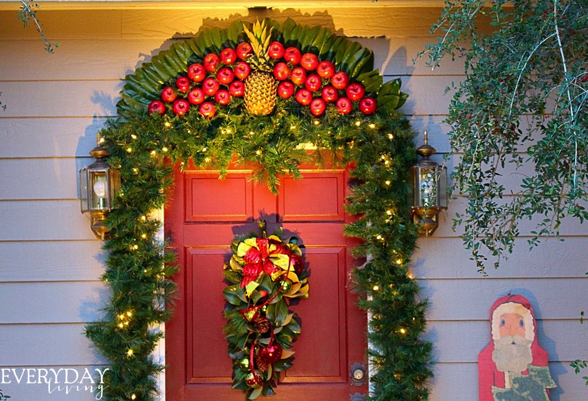 Fruit over the door christmas decoration - On Our First Trip To Colonial Williamsburg In The Late 1970 S We Saw Their Beautiful Fruit Fans Over The Doorways Southern Living Magazine I Am A